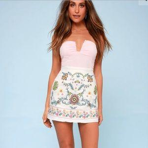 🆕Listing🎉Lulus White Embroidered Denim Miniskirt
